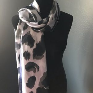 NWT Vince Camuto Satin Scarf in Lilac